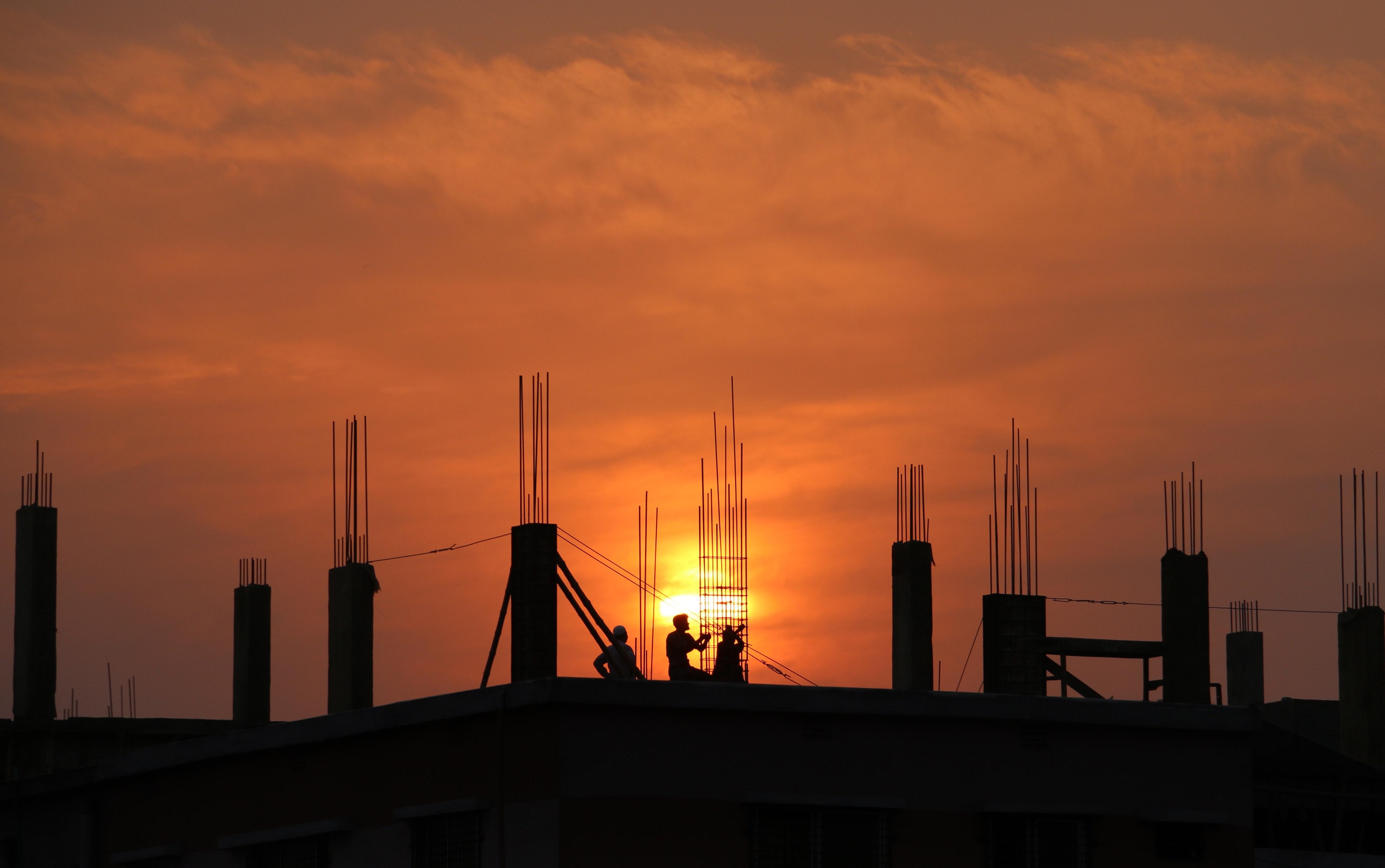 Cae 0.6% construcción en junio; edificación cayó 1.9% y es la mayor del año