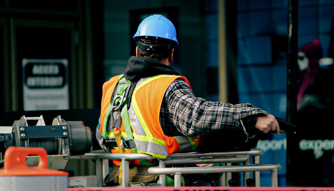 Gobierno corrige de nuevo; construcción podrá operar antes del 1 de junio