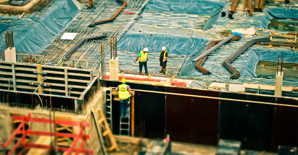 Tras desplome, construcción desacelera su caída en mayo