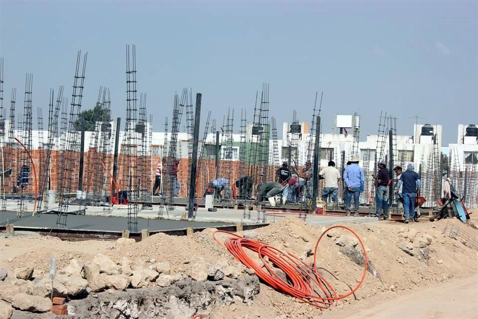 4T detiene producción de casas